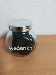 glazen pot met tekst